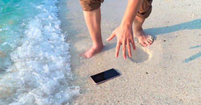 proteggere lo smartphone in spiaggia